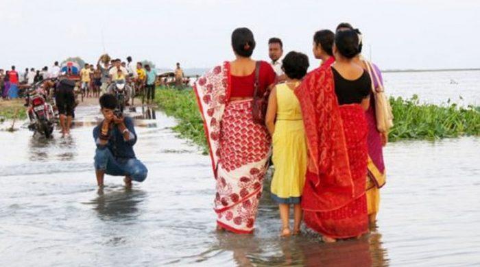 চলনবিলে দর্শনার্থীদের উপচেপড়া ভিড়