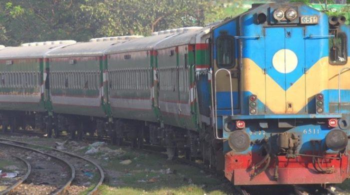 স্বাভাবিক হচ্ছে রেল যোগাযোগ : চলবে ২১৮টি ট্রেন