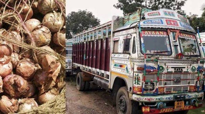 বাংলাদেশ-ভারত সীমান্তে আটকে আছে পেঁয়াজের ট্রাক