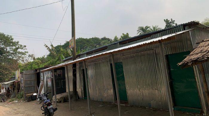 ফরিদপুরে উপ-স্বাস্থ্যকেন্দ্রের জায়গা দখল করে অবৈধ দোকানপাট