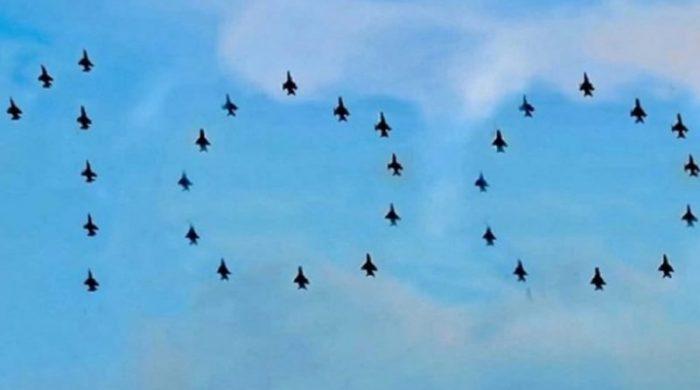 বঙ্গবন্ধুকে বিমানবাহিনীর শ্রদ্ধা আকাশে বিমান দিয়ে ১০০ এঁকে