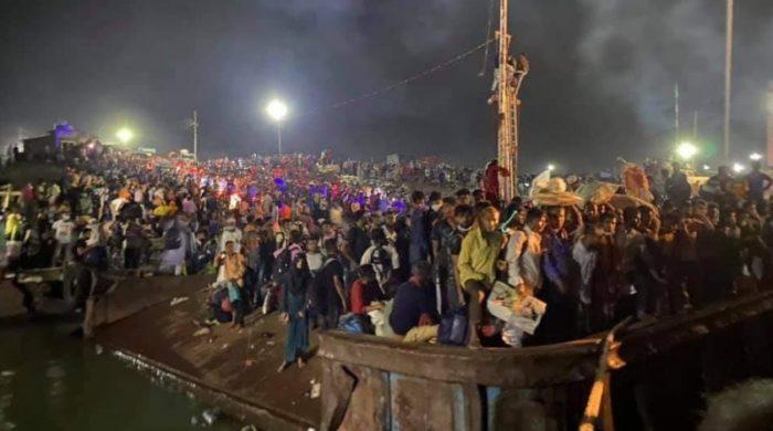 যাত্রীদেরচাপওঅতিরিক্তগরমেফেরিতেইমারা গেলেন৫জন