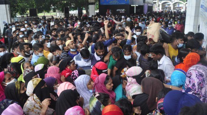 কমলাপুর রেল স্টেশন লোকে লোকারণ্য